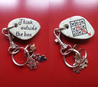 Think outside the box G - Keyrings
