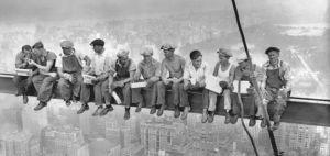 Lunch-atop-a-skyscraper-631